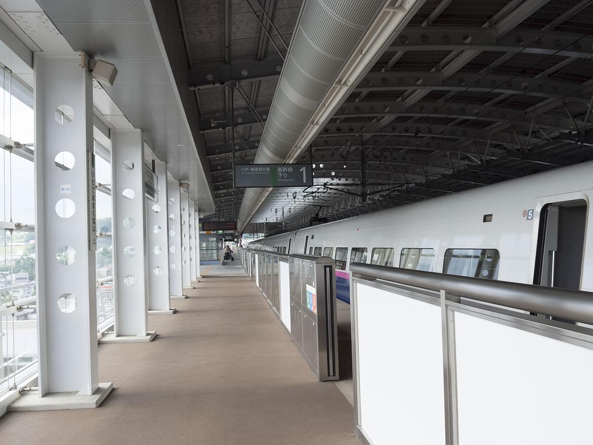 いわて沼宮内駅ホーム。2011年7 ...